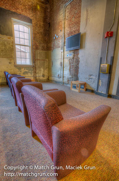 1168-0016-Empty-Chairs-Boiler-Room-Lounge-Tivoli