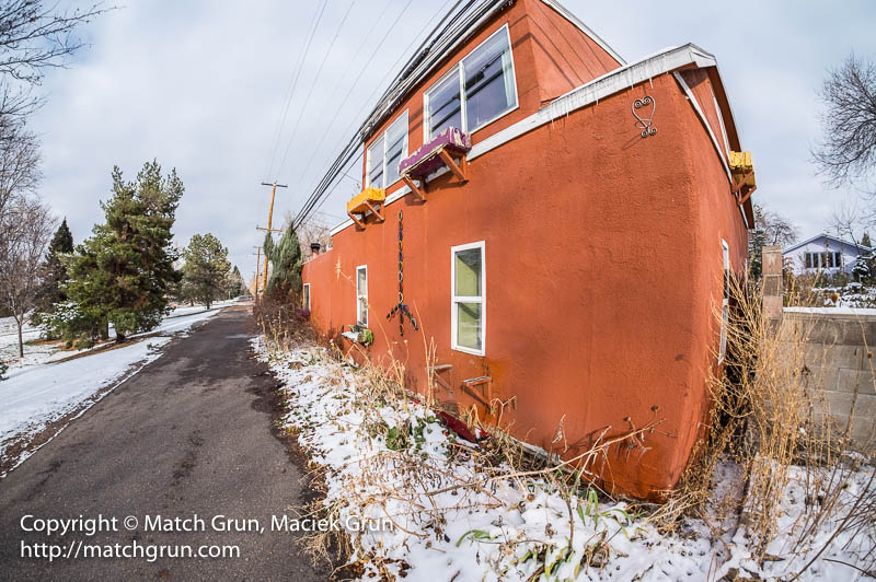 1697-0021-Red-House-On-The-Alley