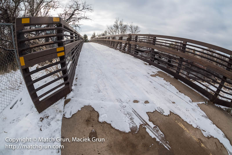 1697-0031-Footsteps-In-The-Snow-On-The-Arched-Bridge