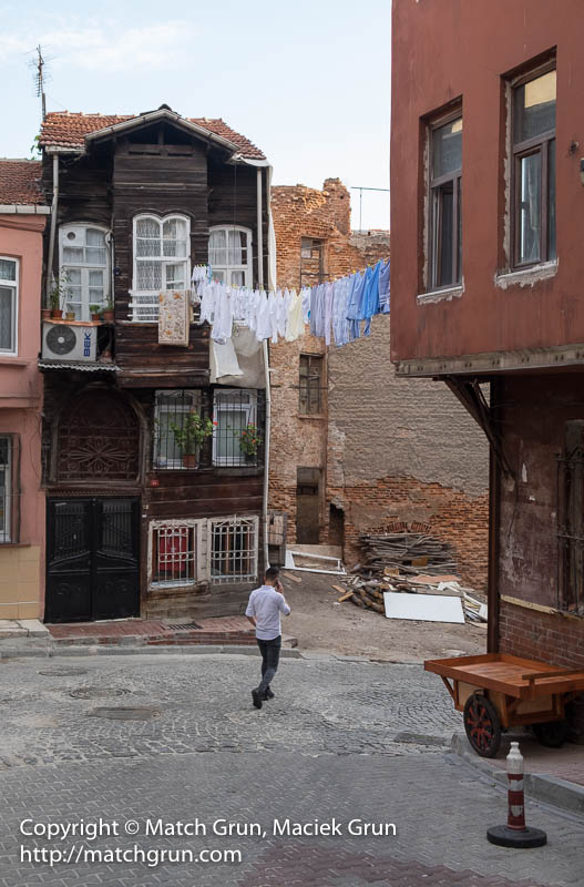 1840-0031-Clothes-Hanging-Out-To-Dry-Balat