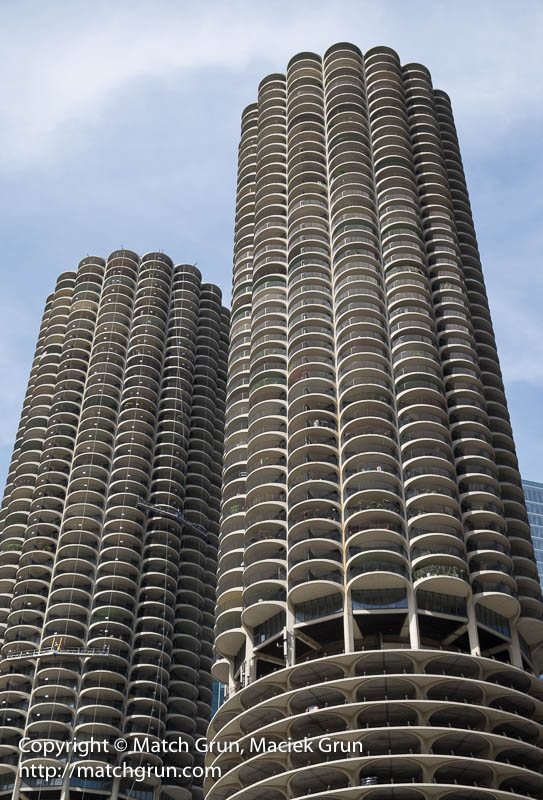 1841-0062-Marina-City-Corn-Cob-Building