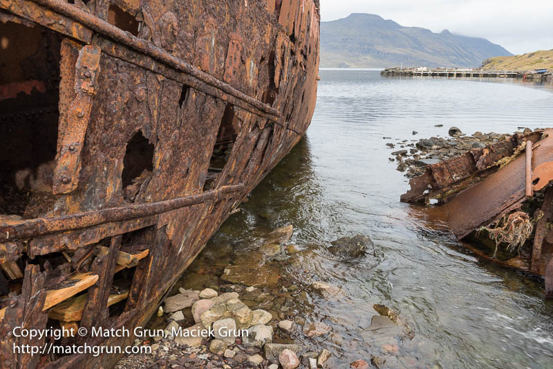 2011-0082-Rusting-In-The-Fjord